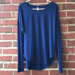 Lucy athleisure top, size L
